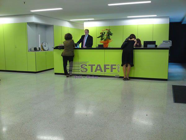 Mostradores de oficina y recepci n staff grup - Mostradores para oficinas ...